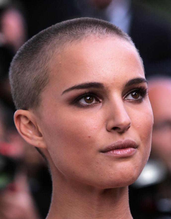 Saçlarım olmadan da güzelim öz güveniyle saçlarını kazıtmış ünlü kadınlar arasında senin favorin hangisi?