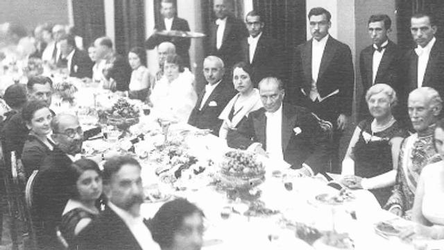 Cumhuriyetin kurucusu Mustafa Kemal Atatürk'ü anlatan en iyi film hangisi?