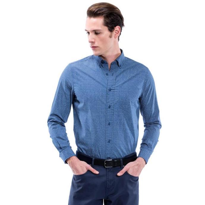 Hangi gömlek sizce daha erkeksi bir görünüm kazandırıyor?