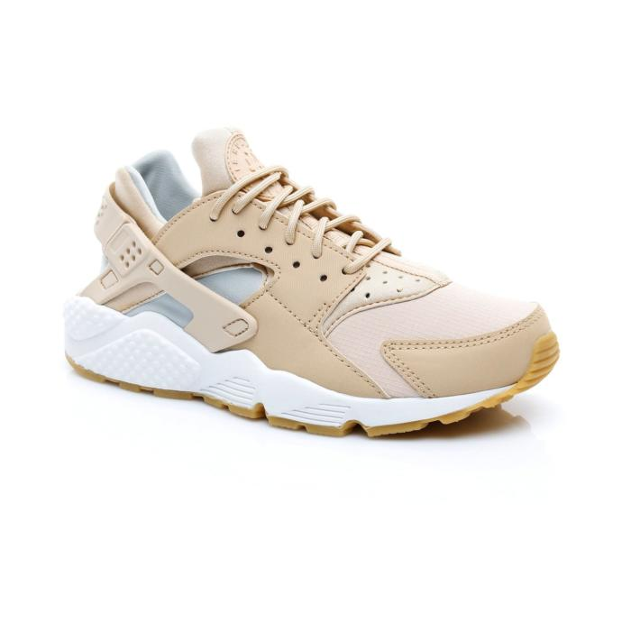 Spor salonunda fazla abartılı olmayacak spor ayakkabı sizce hangisi?
