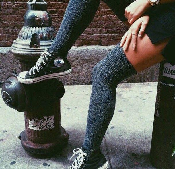 Diz üstü çorapla giyilen spor ayakkabı şıklığı! Bacaklar hiç bu kadar sıcak olmamıştı! Sen hangisini beğendin?