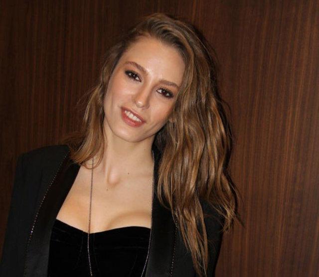 Serenay Sarıkaya Türkiye 'nin en güzel kadını olabilir mi?