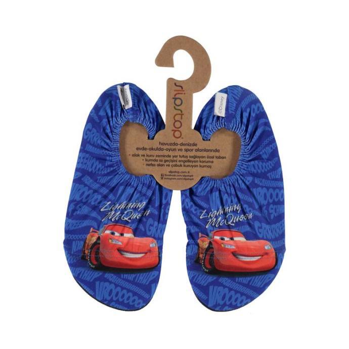 Yeğenim havuza giderken kayıp düşüyor, düşmemesi için bu havuz ayakkabılarından hangisini almalıyım?