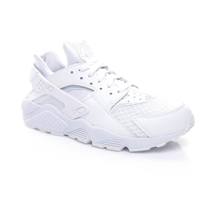 """Bu ikonikleşmiş sneakerlardan hangisi için """"herkesin dolabında olması lazım"""" dersiniz?"""