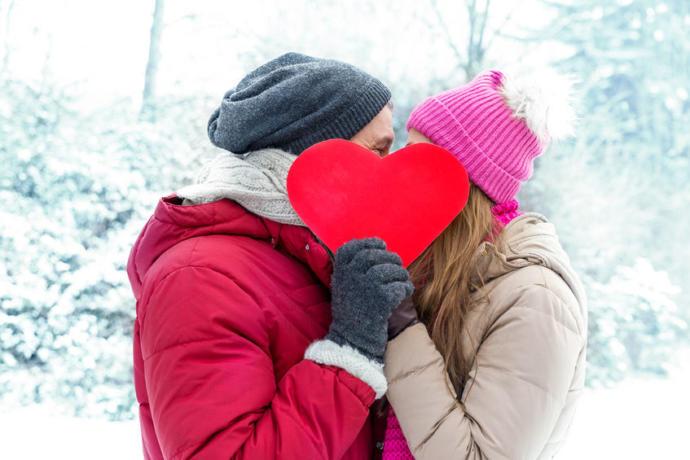 Sevgililer Gününde erkekleri hangi kırmızı mont çok çekici gösterecektir?