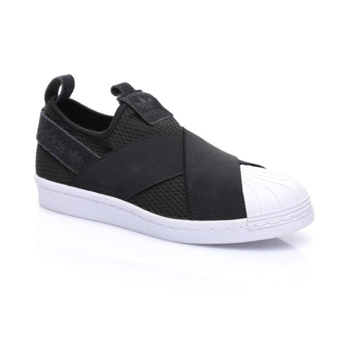Spor ayakkabı seven kız arkadaşa hangi ayakkabı alınabilir?