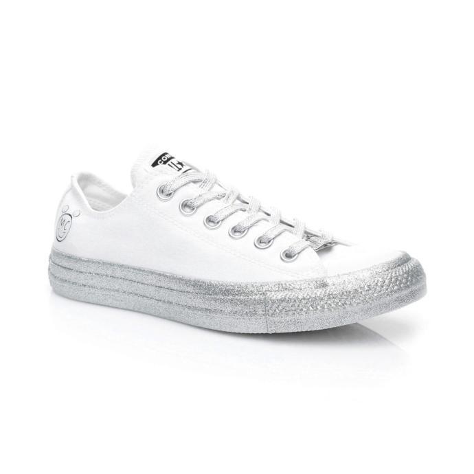 Bu senenin modası olan ışıltılı Converselerden sizce hangi modeli daha rahat kombinlerim?