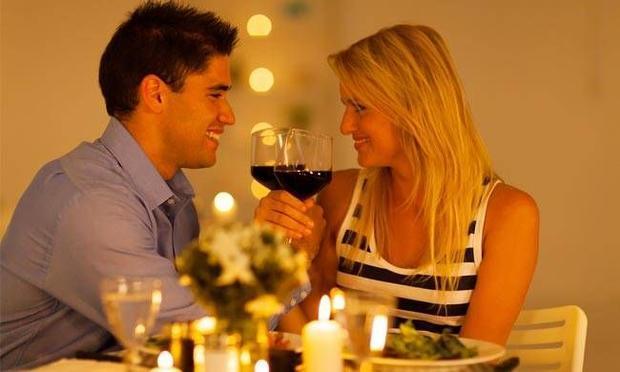 Sevgililer gününde sevgilinizle yediğiniz yemek sonrası dişlerinde artık kalan sevgilinize ne söylersiniz?