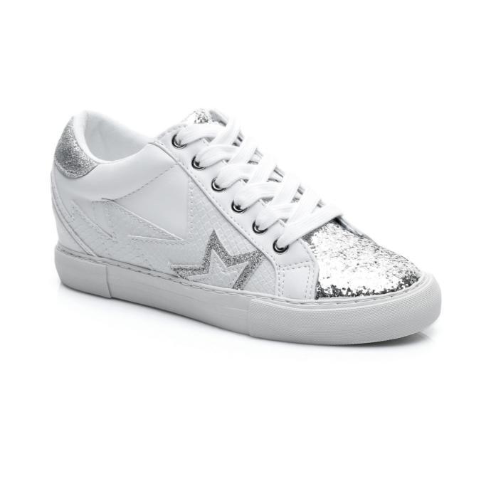 Buz mavisi jeanin altına hangi sneaker giyilmeli?
