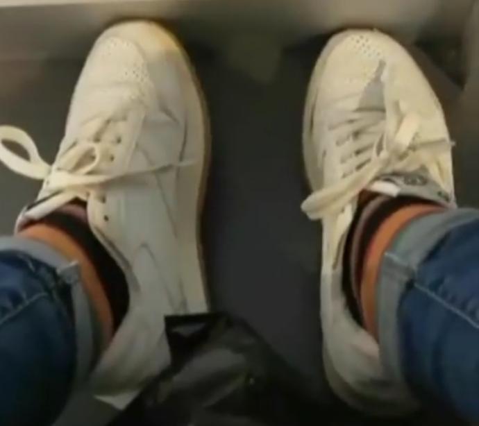 Kısa paça pantolonun içine uzun çorap giyilir mi?