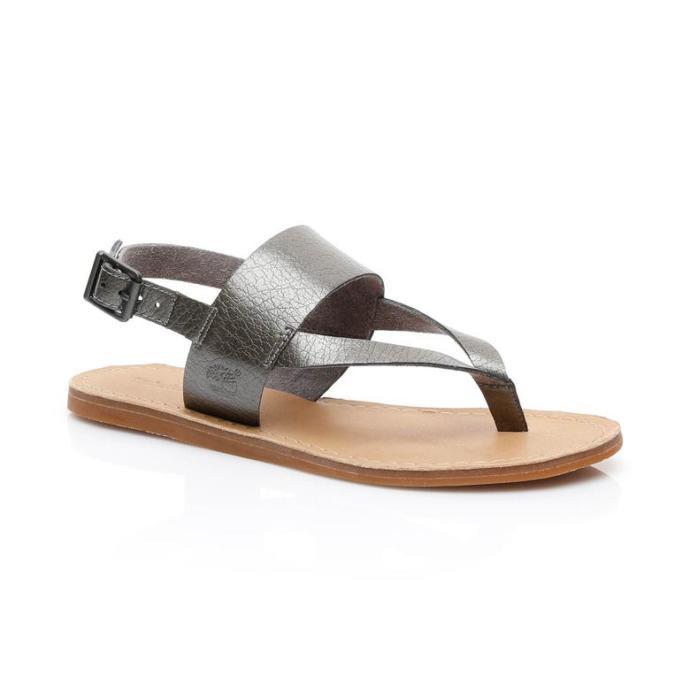 Hangi sandalet daha zarif duruyor?