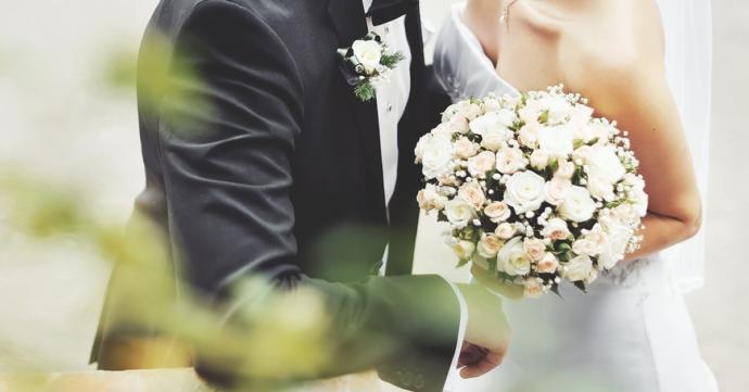 Yakın arkadaşımın düğünü için bu abiyelerden hangisini tercih etmeliyim?