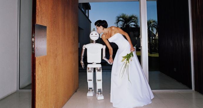 Yapay zekaya sahip bir robot ile evlenir misiniz?