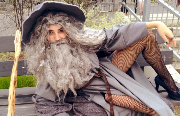 Sevgilinizin Gandalf gibi sürekli peşinizde olması sizi bunaltır mı yoksa hoşunuza mı gider?