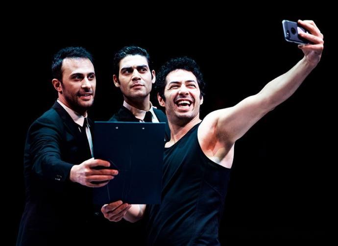 Oyunculuğu ile her işin altından başarılı ile kalkan bu ünlülerden yılın en iyi erkek tiyatro oyuncusu kim?