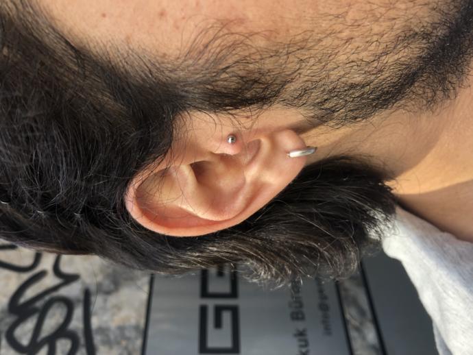 Erkeklerde tragus piercing nasıl duruyor?