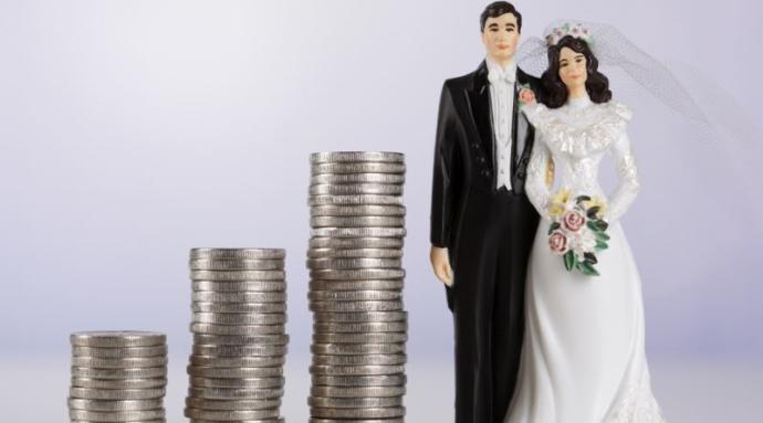 Çalışan eşler ev masraflarını ortak mı giderir, yoksa bu görev erkeğin midir?