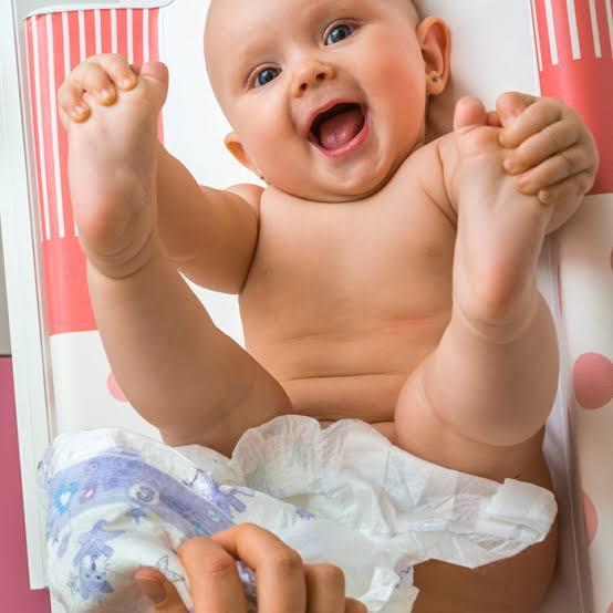 Bebeğin altını sizce anne mi yoksa babamı değiştirmeli bu görevi kim ustlenmeli😂?