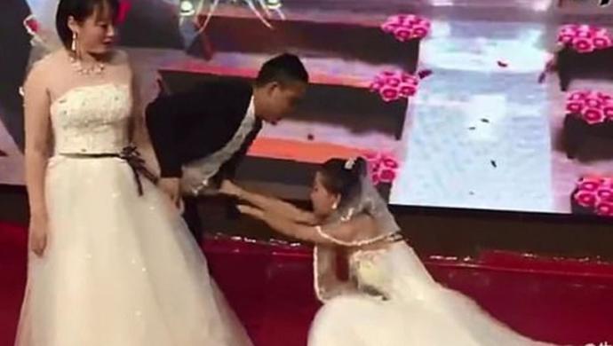 """Eski sevgilisinin düğününü gelinlikle basarak """"Geri dön"""" diye yalvaran Çinli kadın. Sence bu hikayede en çok üzülen kim?"""