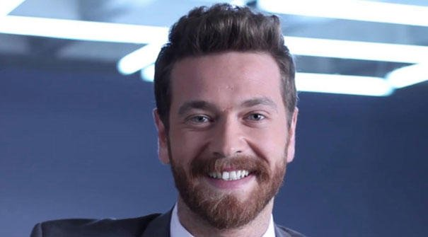 Dişleri ile gönlünüzü çalan en yakışıklı ünlü kim?