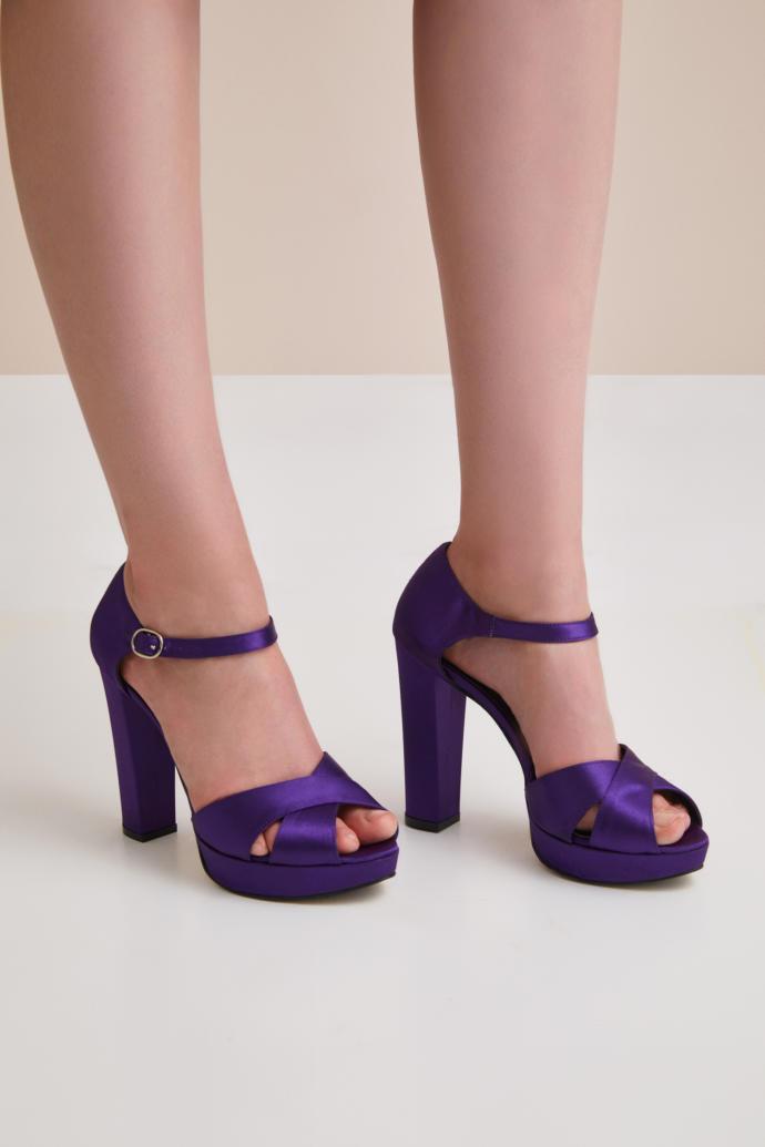 Kadınlar Abiye Elbiselerle Topuklu Ayakkabı Modellerinde tercih yaparken Hangi Detaylara Önem Verirsiniz?