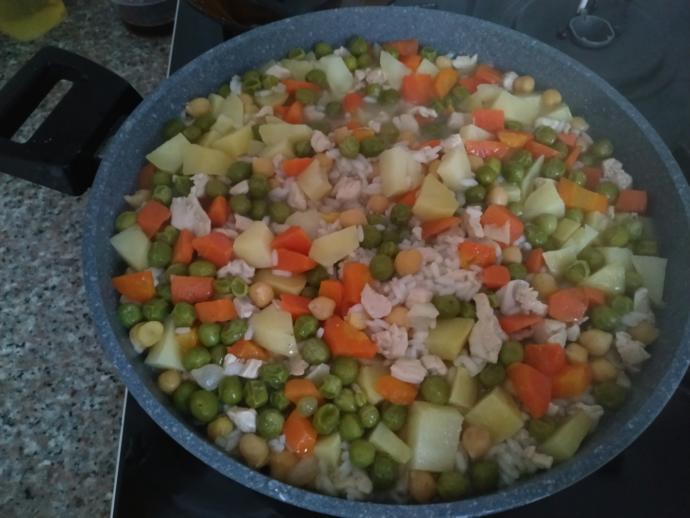 Siz yaptığınız sebzeli pilav içerisine neler katıyorsunuz?