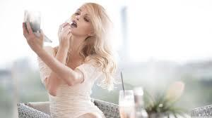 Kızlar, Regl günlerinizde kendinizi iyi hissetmek adına cilt bakımınıza özen gösterir misiniz?