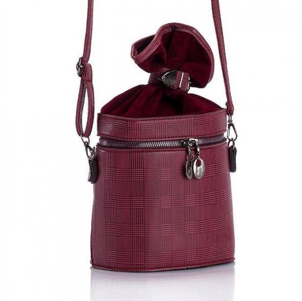 İndirime geçmiş olan bu çantalardan hangisinin modeli daha güzel?