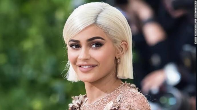 Saçını hangi renge boyarsa boyasın yakışan insan güzel/yakışıklı mıdır?