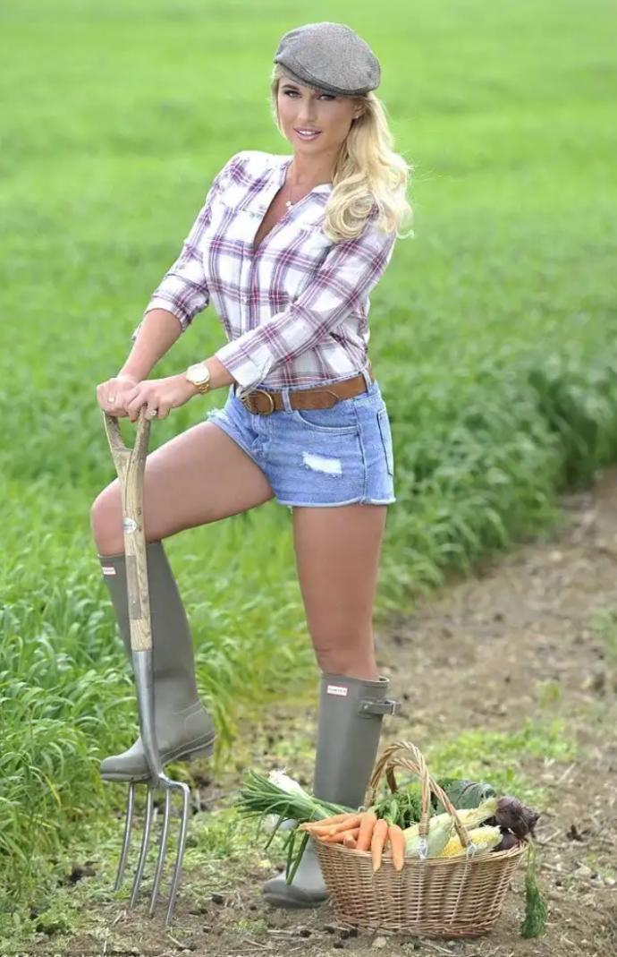 nude-teen-girls-farmyard-and-sperm-exposure