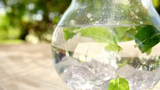 İçini ferahlatacak bir içme suyu, sana göre nasıl olmalı?