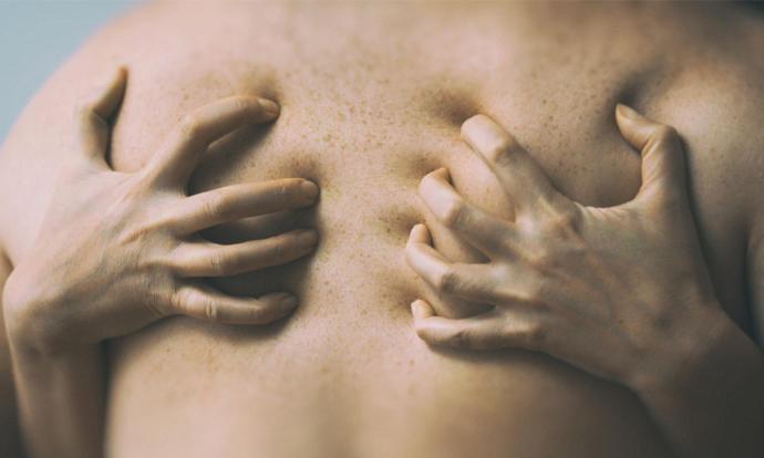 Bir kadın cinsel ilişki yaşarken erkeğin sırtını acıdan mı, yoksa zevkten mi tırnaklar?