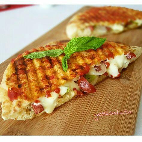 Sizin İdeal Atıştırmalığınız Sandviç mi yoksa tost mu?