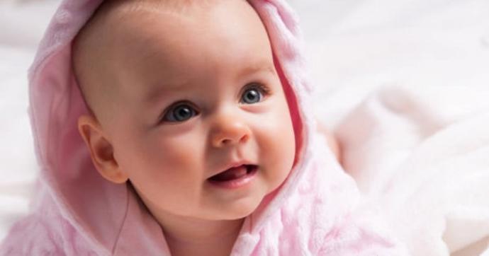 Bu kız bebek takımlarından hangisi daha sevimli duruyor?