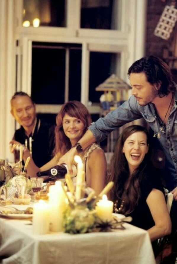 Eşiniz/Sevgiliniz karşı cins iş arkadaşlarıyla yemeğe gidebilir mi?