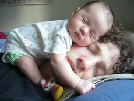Bebekler anne kucağında bulduğu huzuru baba kucağında da bulur mu?