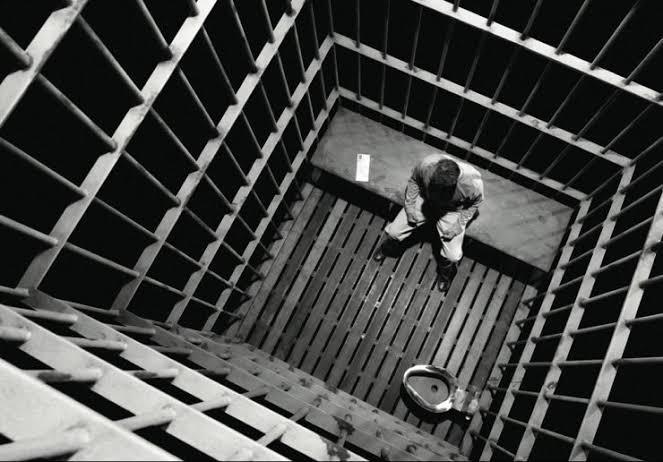 Diyelim ki uzun bir müddet hapishanede kaldınız ve cezanız bitti çıktınız. İlk yapacağınız şey ne olurdu?