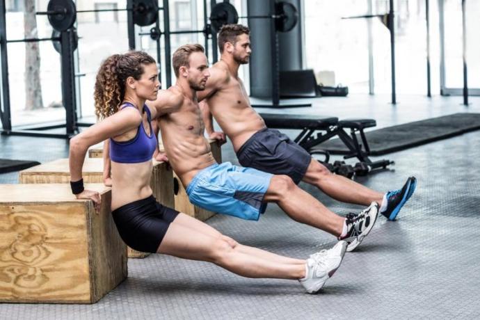 Arka kol kuvvetini geliştiren en iyi hareket nedir?