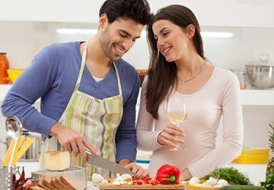 Erkek adamı mutfakta görmekten bayılan kadın mı, erkeği mutfağın sınırlarına yanaştırmayan mı?