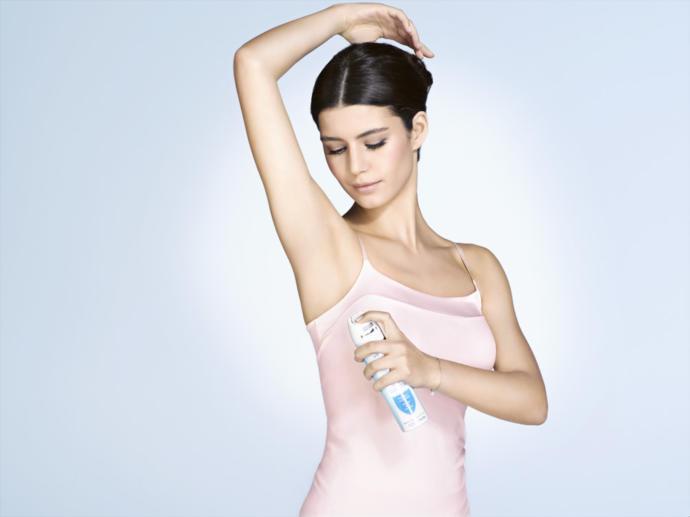Kızlar, hangi markanın deodorantı iz bırakmıyor ve uzun saatler dayanıyor?