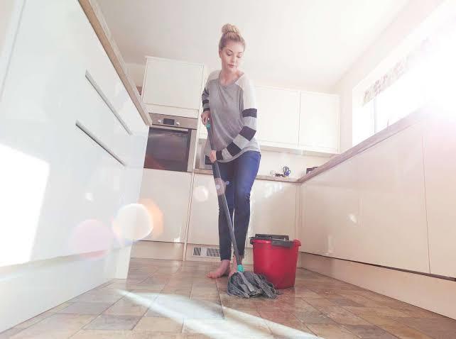 Evinizde temizlik yaparken sevgiliniz/eşinizden yardım ister misiniz?