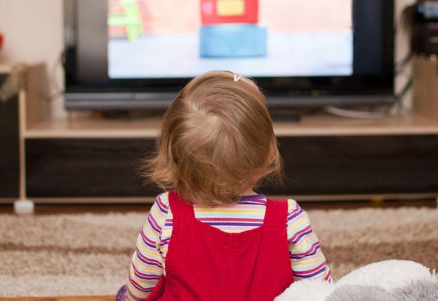 Çocuklar günde en fazla ne kadar süre televizyon izlemeli?