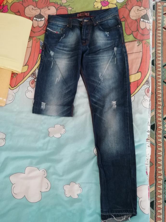 Sizce bu pantolonu kestirip kapri olarak mı kullansam iyi olur yoksa paçalarını daraltıp kullansam mı? 🤔?