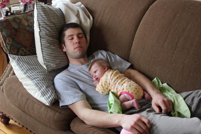 Baba ve bebeği arasındaki bağ en güzel hangi şekilde kurulur?
