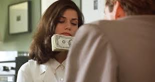 Senin için para aşktan üstün müdür?