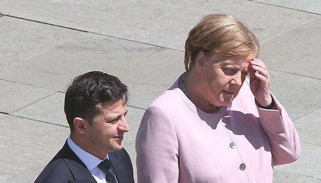 Almanya Başbakanı Angela Merkel neden titriyor?