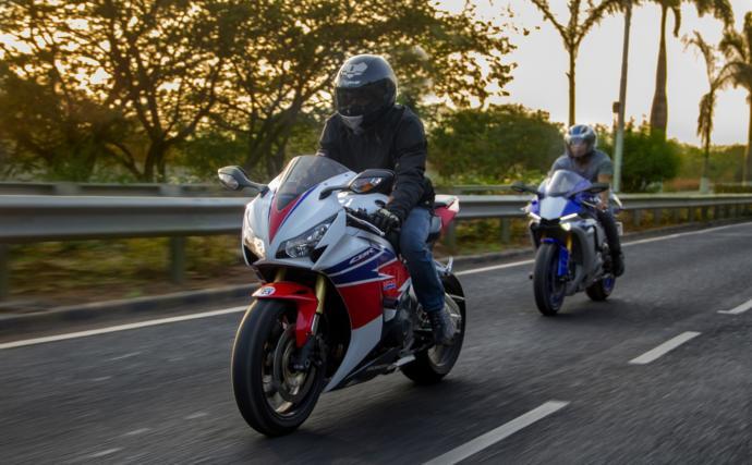 Bu motorcu eldivenlerinden hangisi daha güzel?