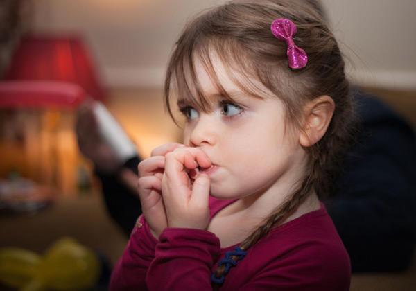 Çocuklarda sık görülen uyum ve davranış bozuklukları nelerdir?