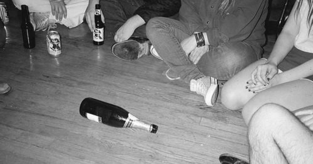 парень и девушка играли в бутылочку почувствовала возбуждение