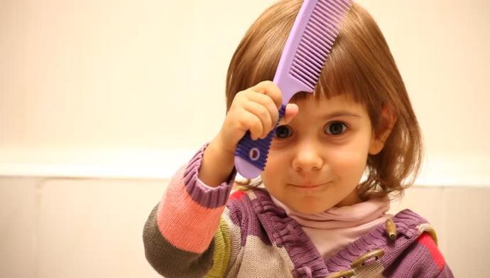 Kızımın sürekli karışan saçlarını açmak için hangisi daha etkili olur?